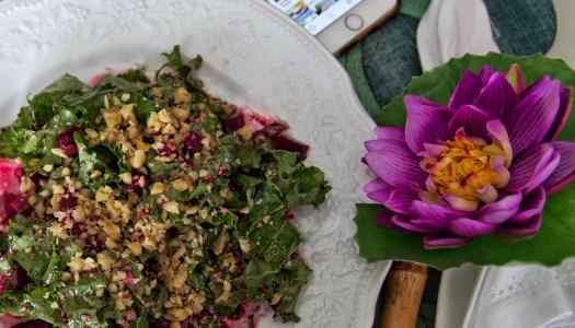 Salada de Kale (couve) com beterraba e queijo de cabra