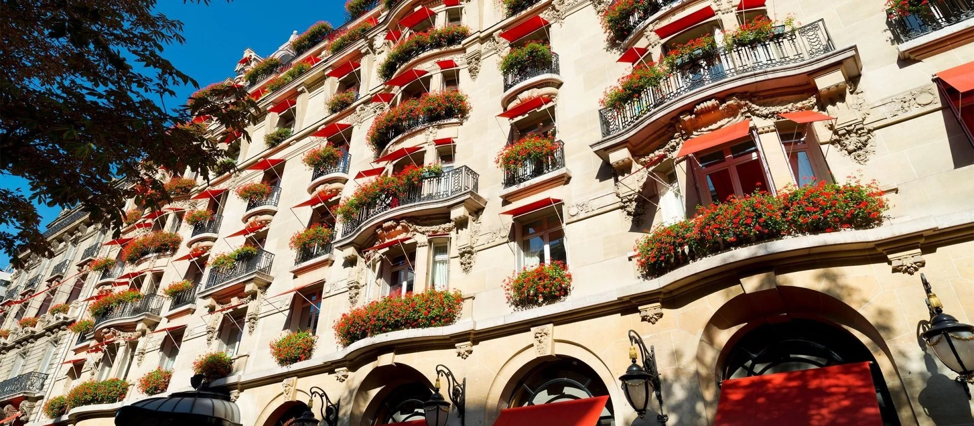 Location Parking Paris 16 Hotel Plaza Athénée 5 Star Luxury Hotel Dorchester Collection