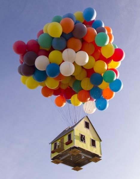 300 Helium Balloons Float Real \u0027Up\u0027 House 10,000 Feet High