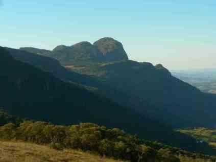 Pico do Papagaio ao fundo (2)