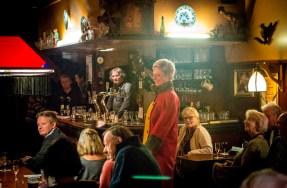 Modeshow van Hans Noordstrand in cafe De Ossekop