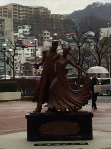 歌劇の銅像