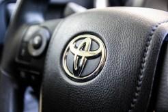 2014 Toyota RAV4 LE steering wheel