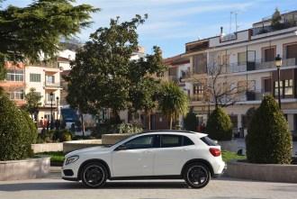 2014 Mercedes-Benz GLA250 4Matic side profile