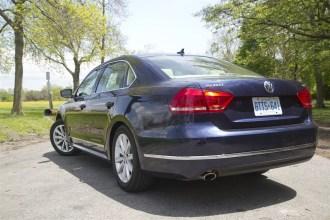 2014 Volkswagen Passat TSI rear 1/4