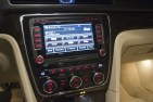 2014 Volkswagen Passat TSI center console