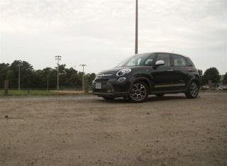 2014 Fiat 500L Trekking front 1/4