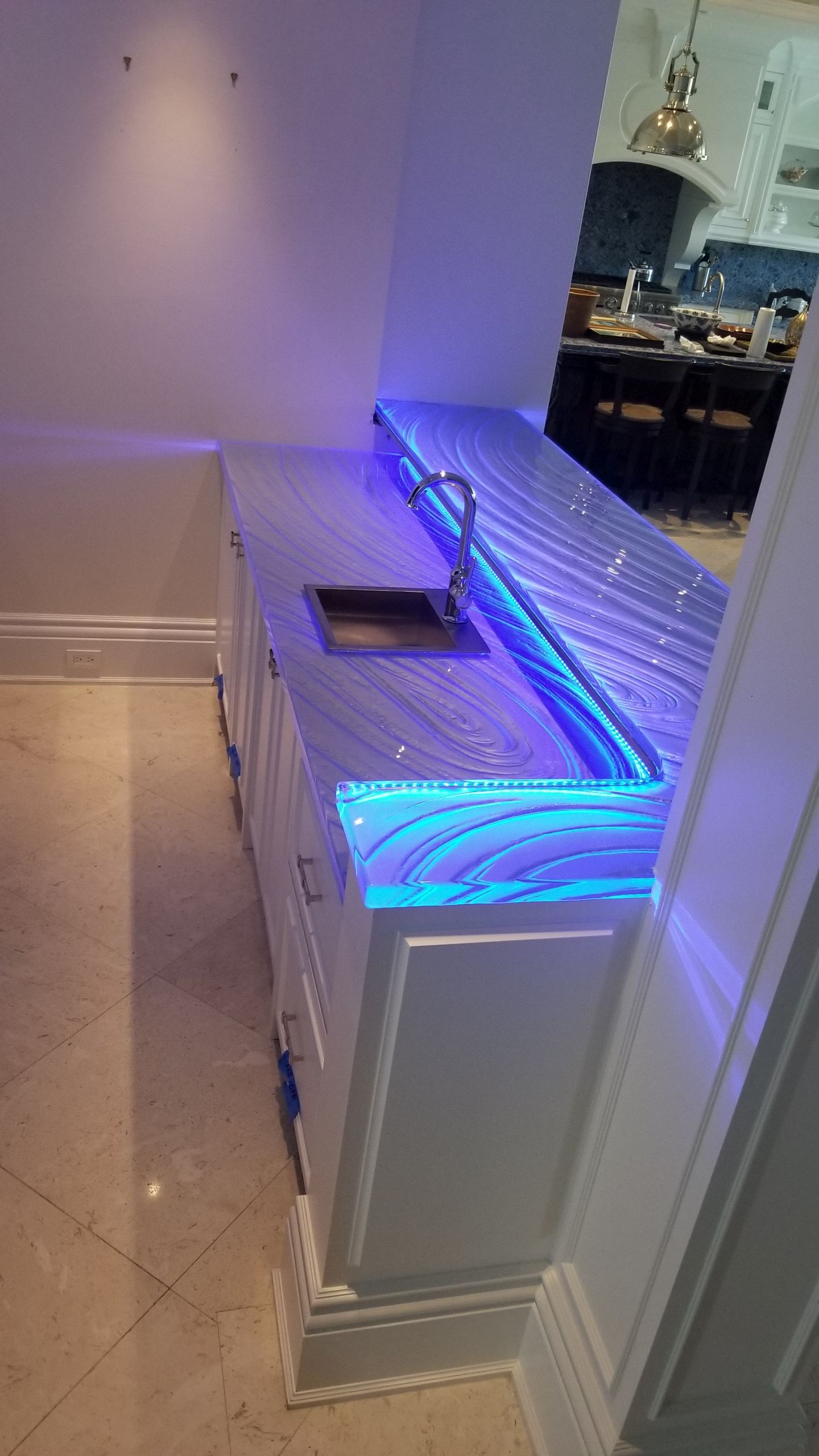 Think Glass Countertops Designing Glass Countertops With Custom Artistic Flow Vs Plain