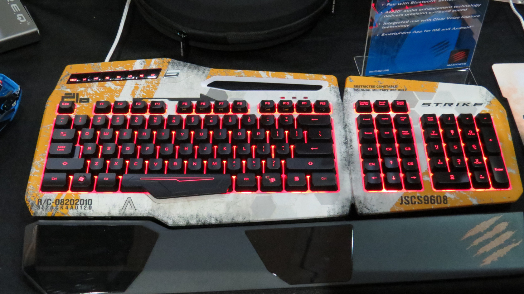 madcatz-titanfall-strike3-keyboard.jpg