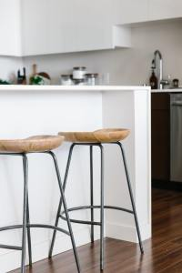 Creating a Minimalist Kitchen: Tips to Clean, Declutter