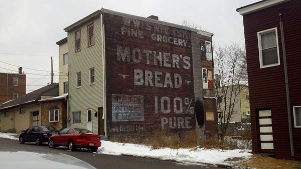 mothers-bread-sign-on-house