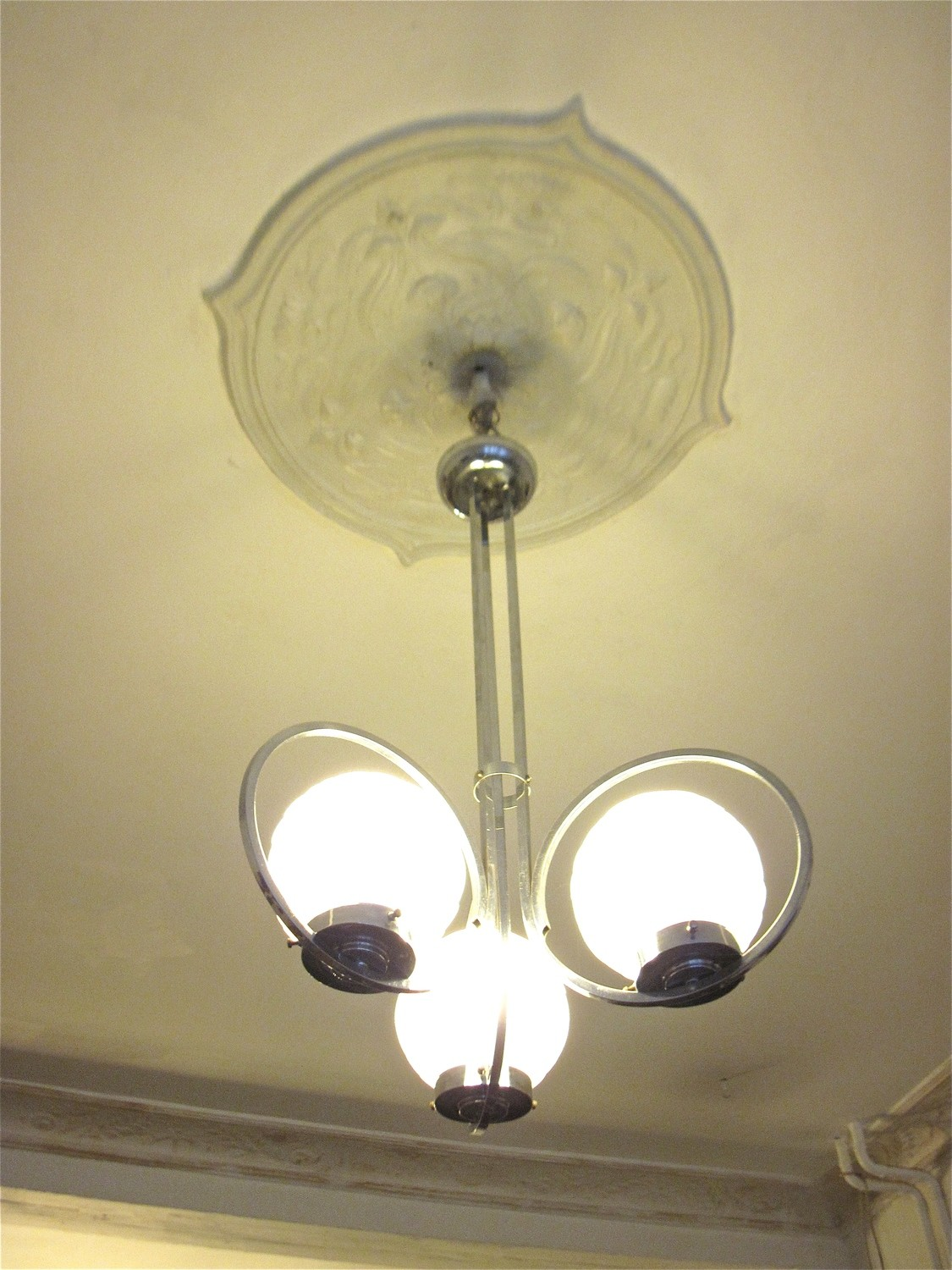 Deckenlampe Kugel Art Deco Chrom Deckenlampe Mit 3 Glas Kugeln Um 1930 Ceiling Lamp With 3 Glass Globes