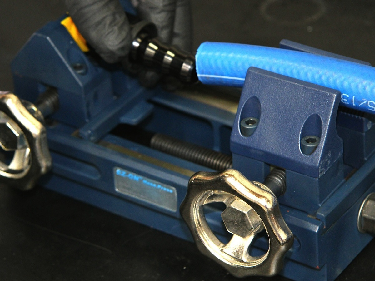 So Tech Push Lock Möbelschloss Druckschloss Koul Tools Simplifies Installation Of Hose Fittings Dragzine