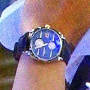 腕時計アップ