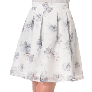 墨絵の様な花柄が大人可愛いスカート