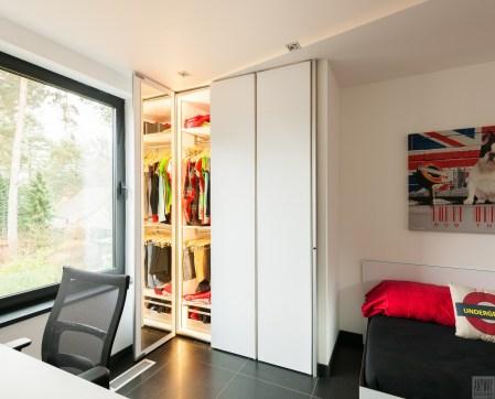 Garderobekasten op maat in een moderne slaapkamer