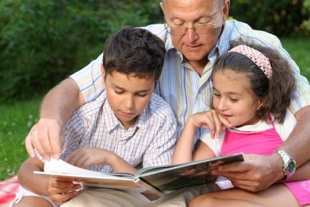 GrandfatherReadingChildren