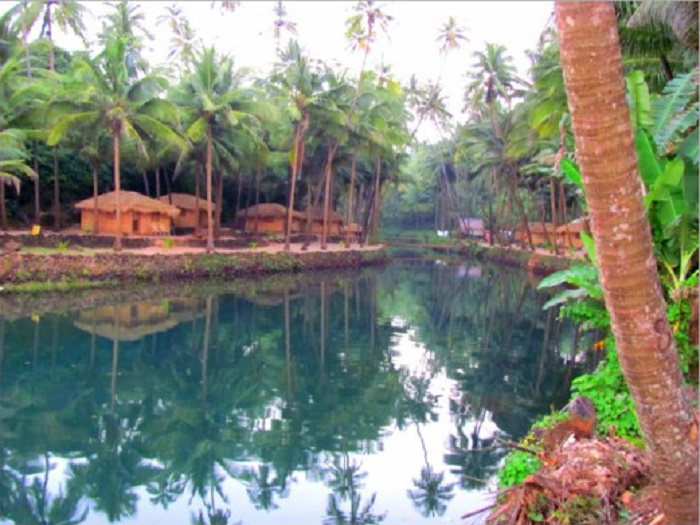 Lagoon on Secret Beach, Goa (India)