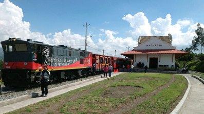 Der Bahnhof von Machachi im Süden Quitos mit einem der restaurierten Andenzüge. Bild: SWR/Peter Sonnenberg