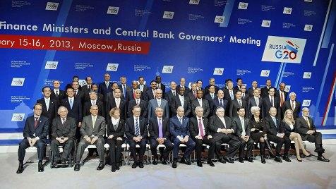 Moskau: Schäuble (1.Reihe, 2.v.l.) beim G20 Gipfel zum Thema Steuervermeidung. (Bild: WDR/IMAGO)