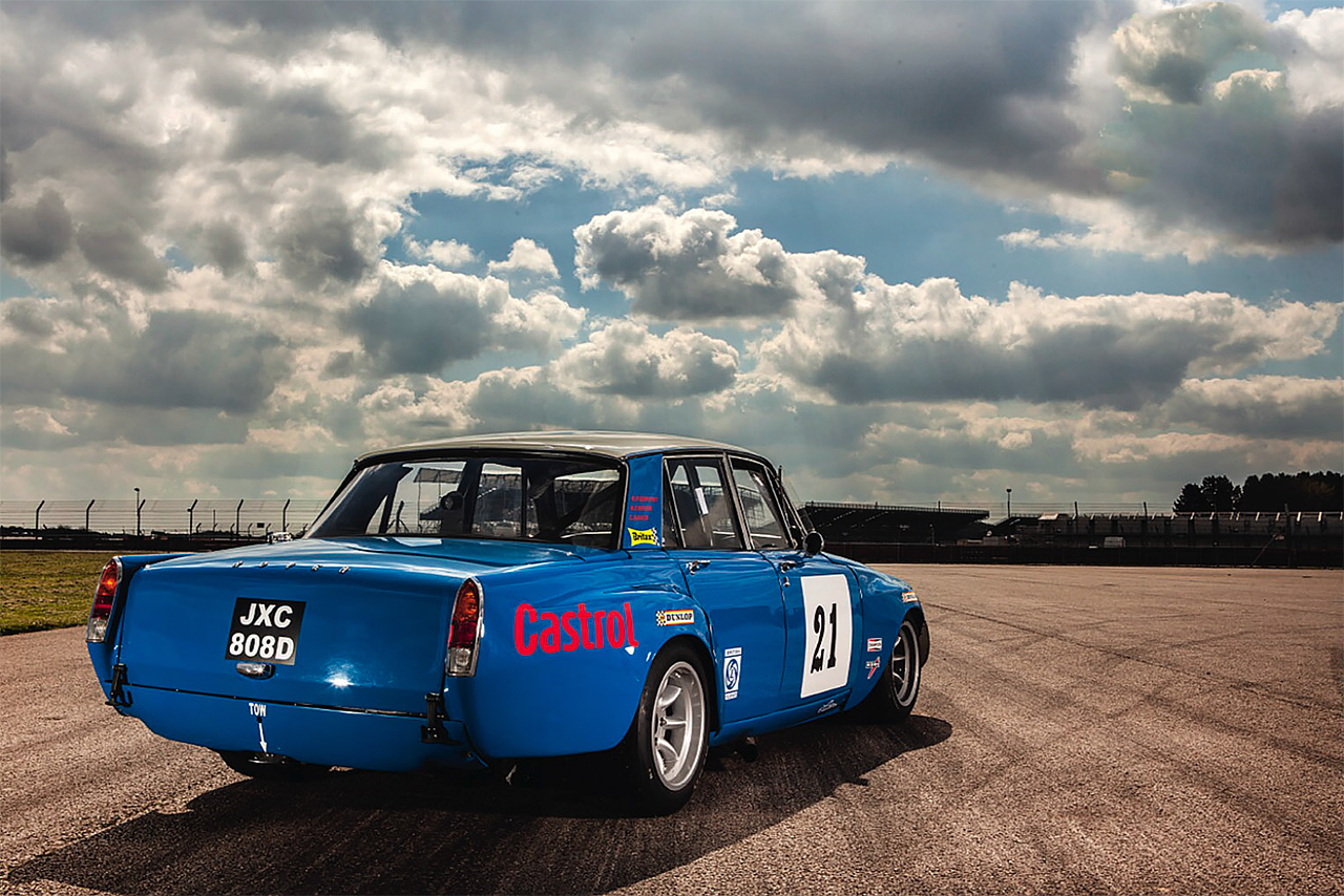 Rover P6 Rover P6 Racing Car Drive