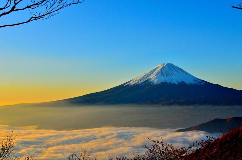 経産省の若手官僚による日本の現状と課題をまとめたレポートが発表され話題に