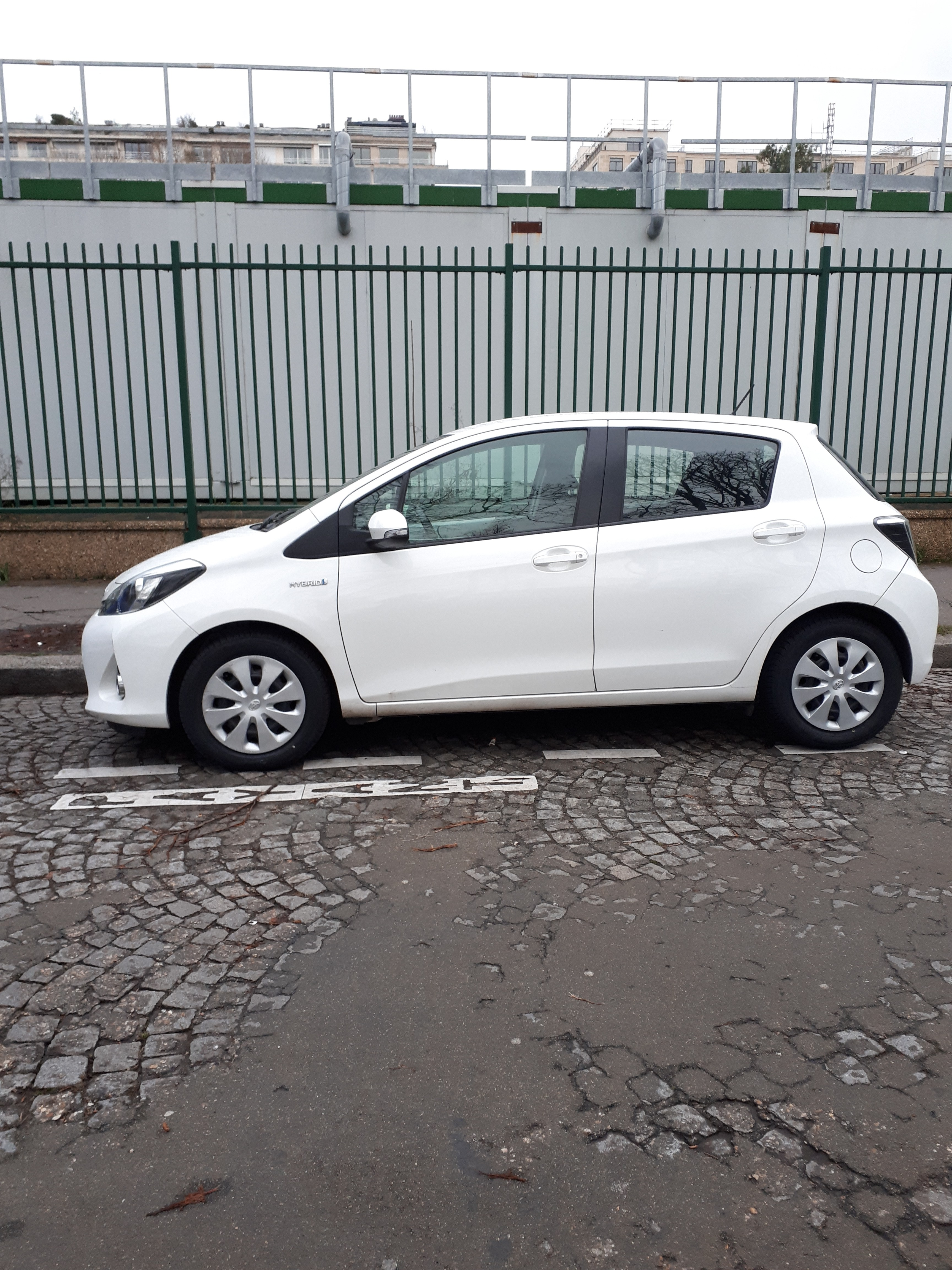 Location Parking Paris 16 Toyota Yaris Hybride