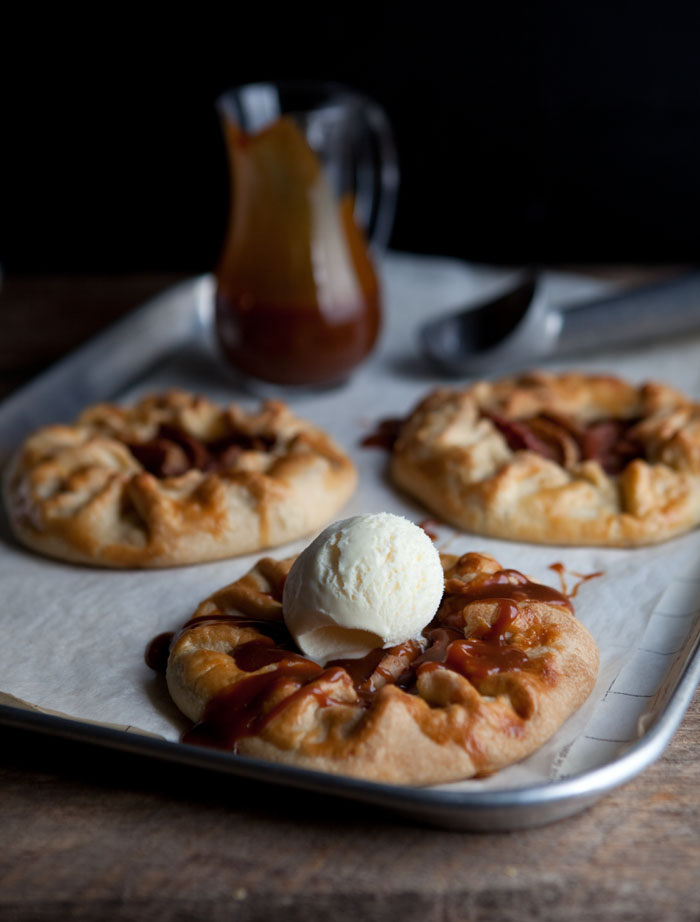 how to make apple galettes with salted caramel