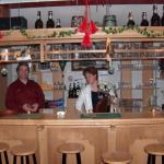 Jacob en Janneke achter de bar