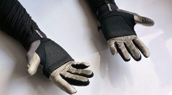 Self-heating gloves