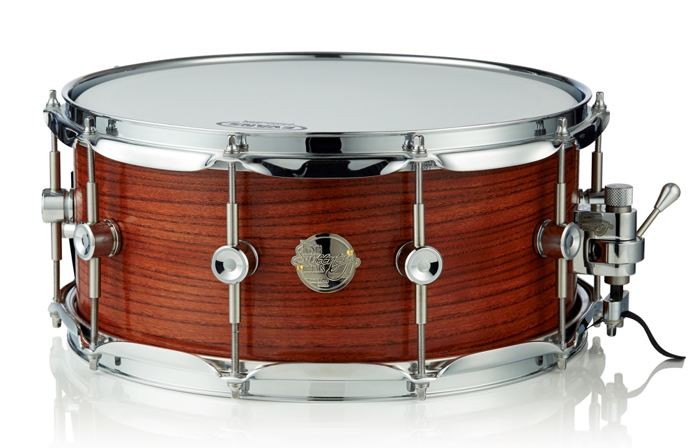 "The 14"" x 5.5"" high dosage solid elm snare has .75"" bearing edges."