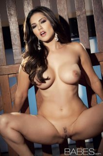 sunny_leone_chained14