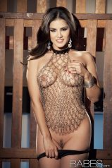 sunny_leone_chained6