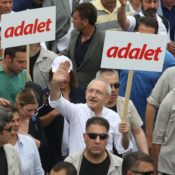 """adalet"" Demonstration populär"