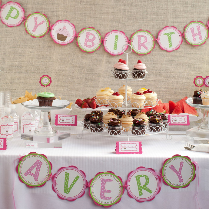 Cupcake Birthday Party - HAPPY BIRTHDAY by GetThePartyStarted on