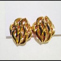 Trifari - Vintage Trifari Gold clip earrings from Penne's ...