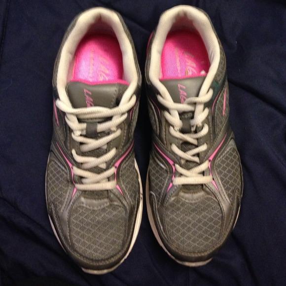 80 Off La Gear Shoes Memory Foam La Gear Walking Shoes