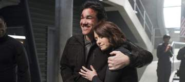 """Supergirl -- """"Homecoming"""" -- SPG214b_0062.jpg -- Pictured (L-R): Dean Cain as Jeremiah Danvers and Chyler Leigh as Alex Danvers -- Photo: Cate Cameron/The CW -- © 2017 The CW Network, LLC. All Rights Reserved"""
