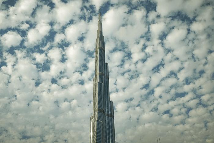 cloudy day burj khalifa