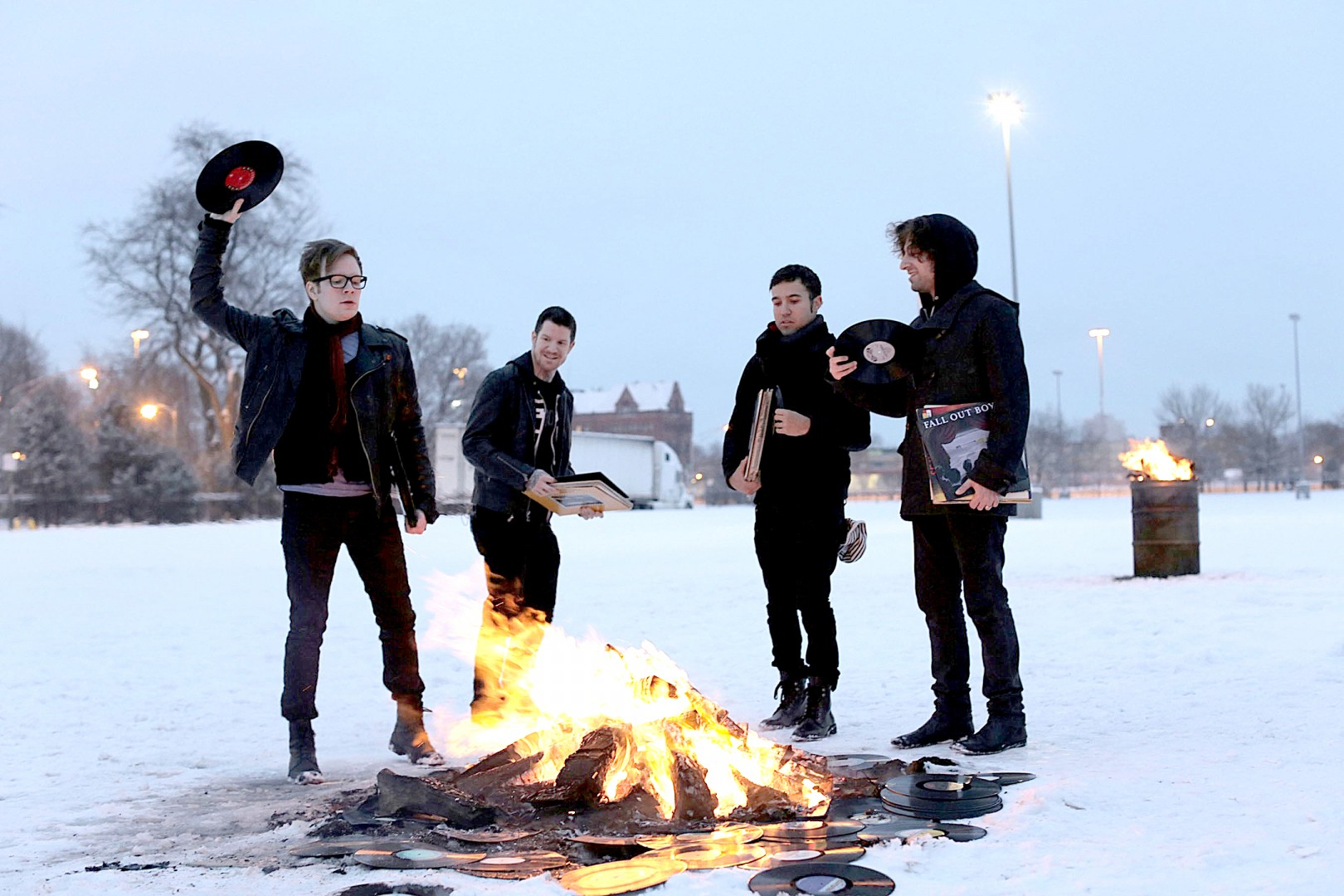Fall Out Boy Mania Wallpaper Fall Out Boy Gets Up Again Du Clarion