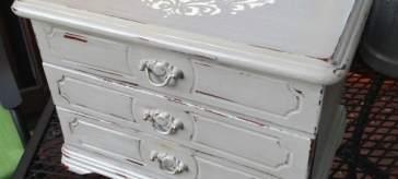Vintage jewelry box makeover   DuctTapeAndDenim.com