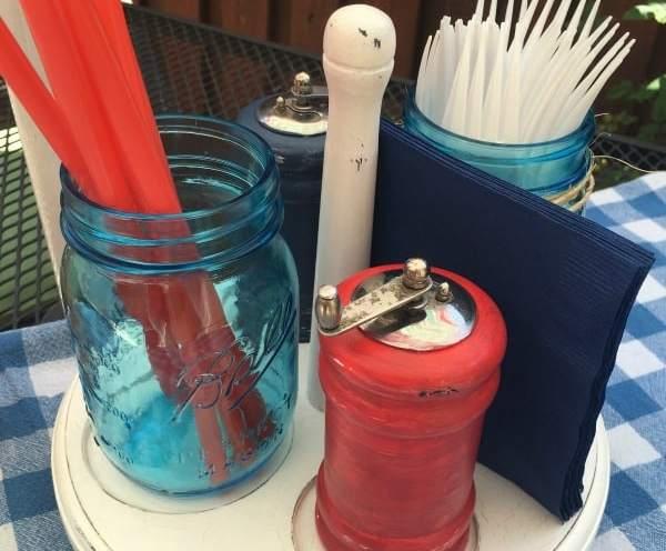 Red, white, and blue summer picnic caddy ~ salt pepper mason jar for straws | DuctTapeAndDenim.com