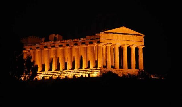 http://www.inognidove.it/sicilia/travel/sicilia_valle_dei_templi_tempio_della_concordia3.shtml