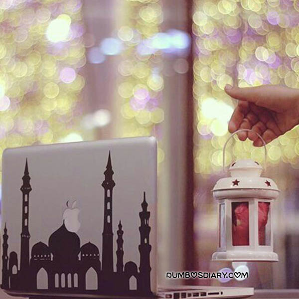 Beautiful Wallpapers With Quotes In Urdu Laptop And Girl Hand With Lantern Beautiful Ramadan Image
