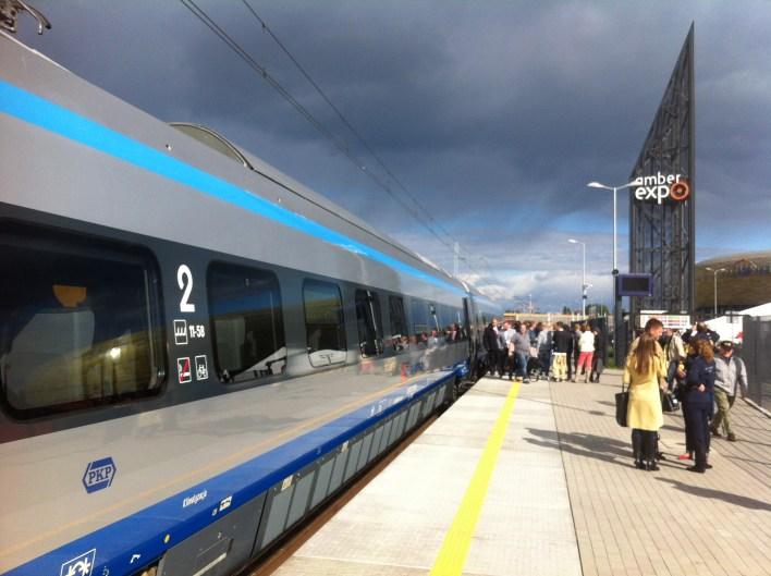 Wagon drugiej klasy w pociągu PKP Pendolino prezentowany na targach TRAKO w Gdańsku