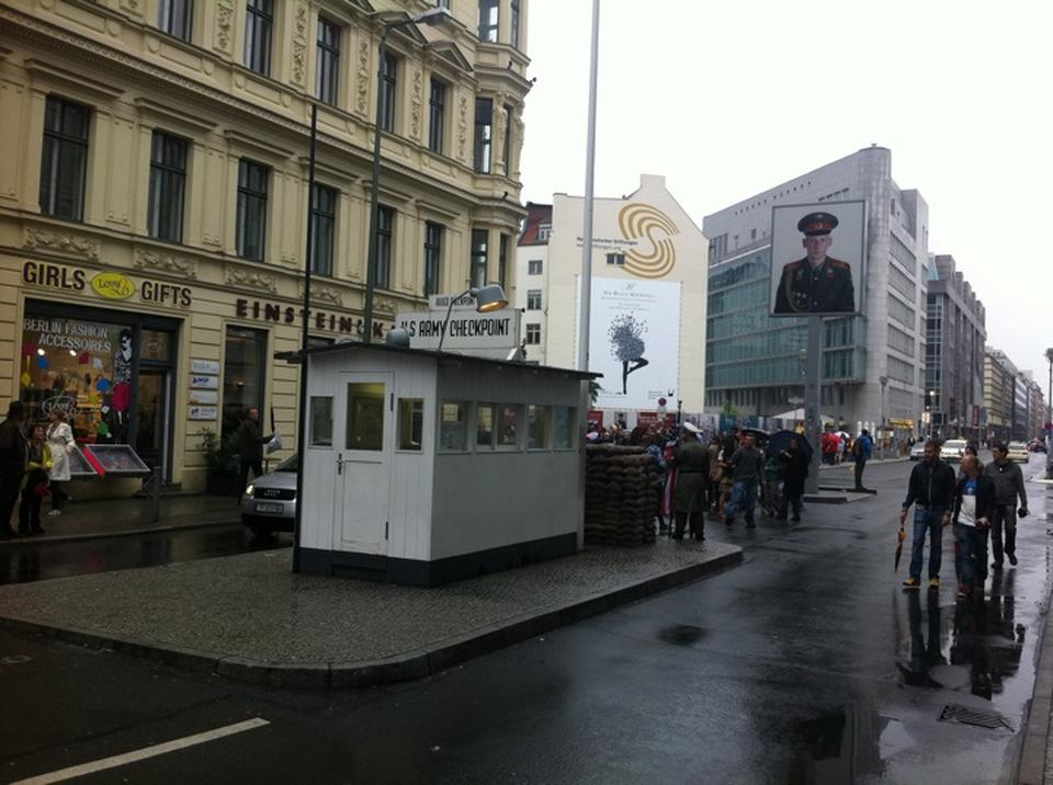berlin-upadek-muru-berlinskiego-25-rocznica-check-point-charlie-niemcy