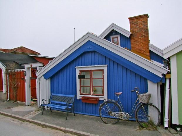 karlskrona-bjorkholmen-atrakcja-domy-drewniane-rower-detale