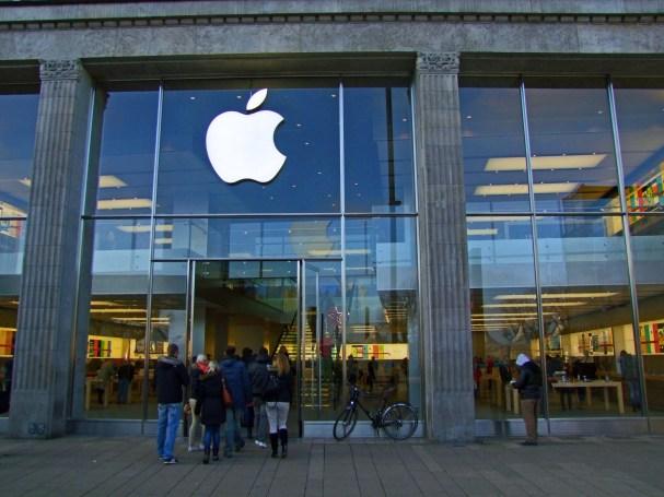 Apple Store na Jungfernstieg w Hamburgu