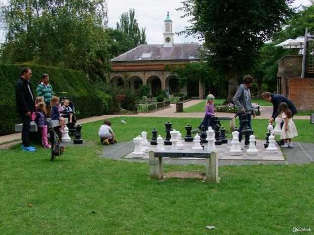 parki-w-londynie-holland-park-kensington-chelsea-piekne-atrakcje-stolicy-wlelkiej-brytanii-04