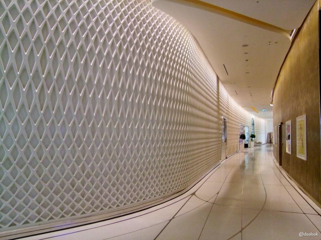 wnętrza luksusowego hotelu w Emiratach Arabskich